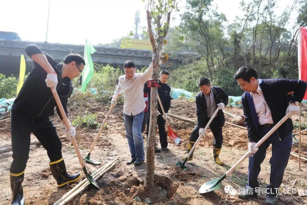 科伦特参与植树活动,为家园增添一抹绿